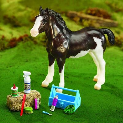 Breyer Traditional Grooming Kit and Accessories