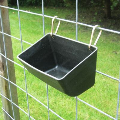 Little Giant Fence Feeder with Snaps 4.5 Quart